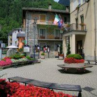 Varallo-piazza-municipio